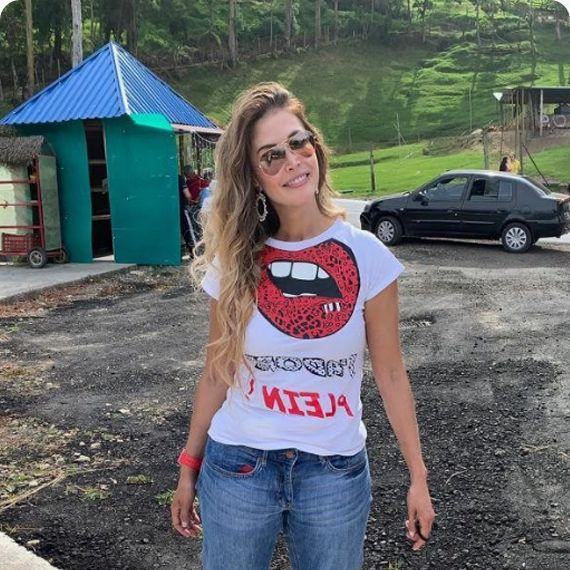 Claudia, 43